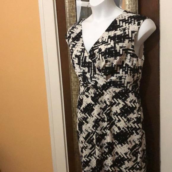 Jones New York Dresses & Skirts - 📌Blk & white abstract print dress